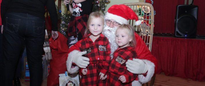 Dzieci z Rosochatej spotkały się z Mikołajem