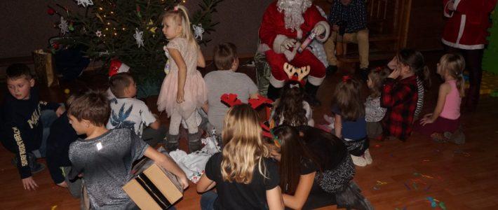 Święty Mikołaj odwiedził dzieci w Bieniowicach