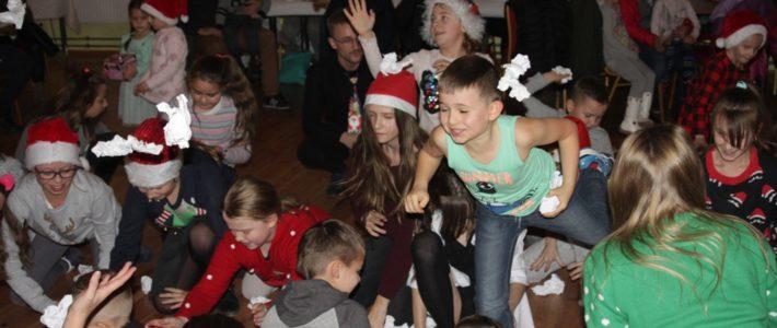 Mikołaj z wizytą u dzieci w Rosochatej