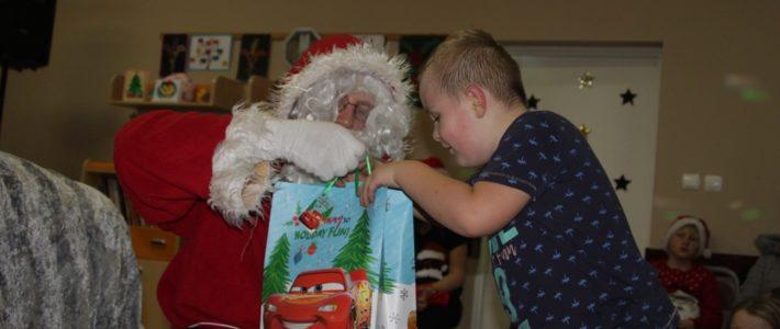 Do Miłogostowic przyleciał Świety Mikołaj