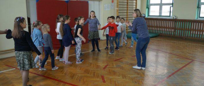 Dzieci przygotowują się do Wielkiej Kunickiej Majówki