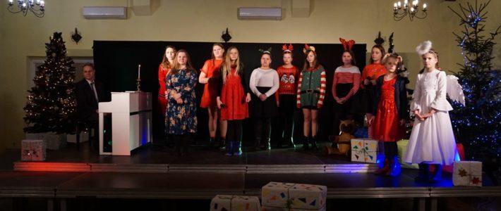 W świątecznym nastroju. Muzyczny upominek od młodzieży dla mieszkańców gminy Kunice