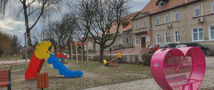 Gminny Ośrodek Kultury i Sportu w Kunicach i Winerberger Kunice dbają o sprawność fizyczną na placach zabaw