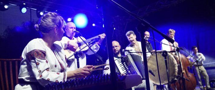 Kapela Drewutnia zagrała na zakończenie VI Kunickiej Folk-Biesiady